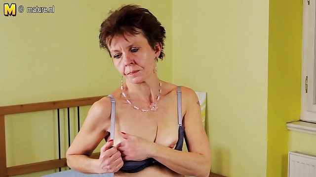 Pornót fasz szobalány gazda szereti piszkálni a seggét a szabadban
